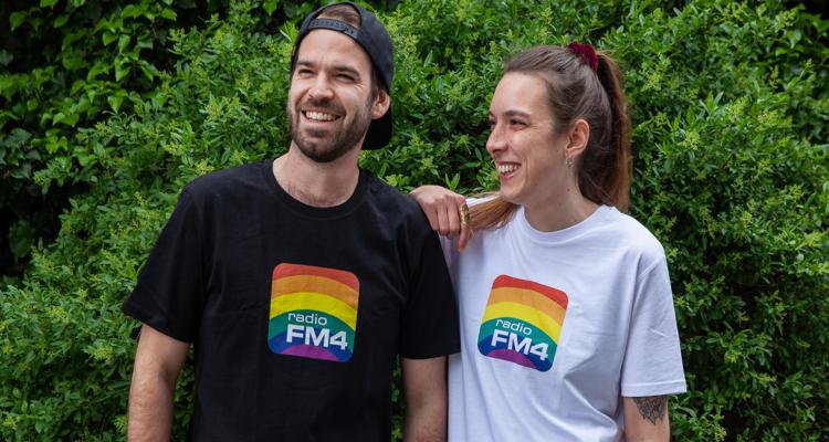 Den passenden Merch zum Pride Monat gibt es von FM4 auch. (c) radio FM4